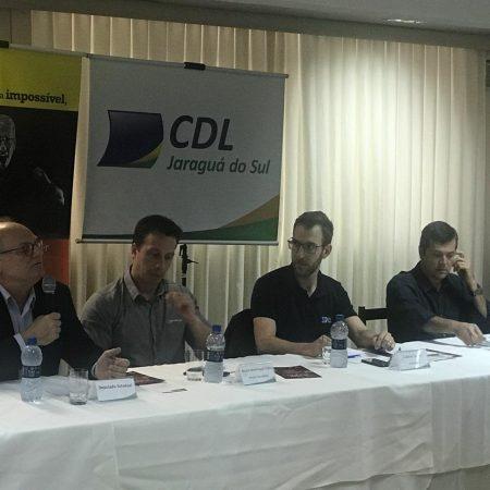 Plenária mensal da CDL entrega pleitos dos lojistas ao Deputado Estadual reeleito Vicente Caropreso
