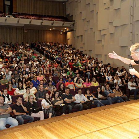 Palestra com Steven Dubner é realizada pela CDL Jaraguá do Sul